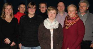 Der Vorstand von links: Laura Grimm (Zuchtwartin), Susanne Burghardt (Sportwartin), Linda Ehrhardt (Presse- und Öffentlichkeitsarbeit), Beatrix Gippert (2. Vorsitzende und Beauftragte für Richten), Anja Tautges (Freizeitwartin), Dirk Longwitz (Kassenwart), Angela Hütter (Ausbildungsbeauftragte) und Gunther Steinseifer (1. Vorsitzender); es fehlen die Geschäftsführerin Leana Vigener und Jugendwartin Antje Stratmann